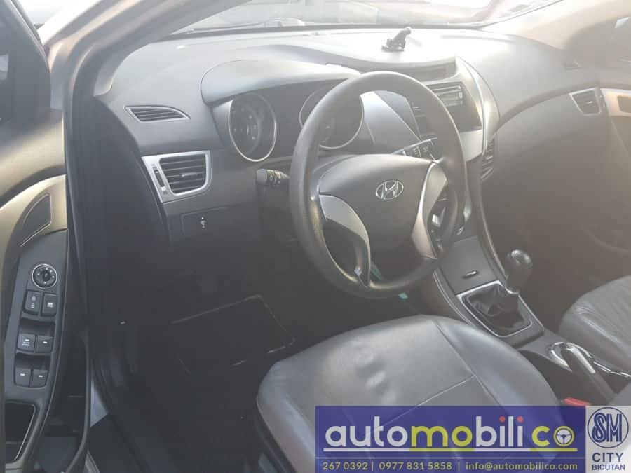 2012 Hyundai Elantra - Interior Front View