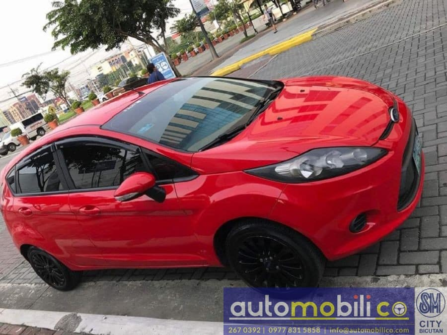 2011 Ford Fiesta - Right View