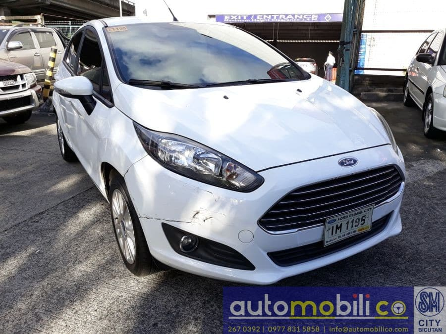 2016 Ford Fiesta - Right View