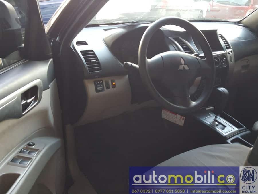 2014 Mitsubishi Montero Sport - Right View