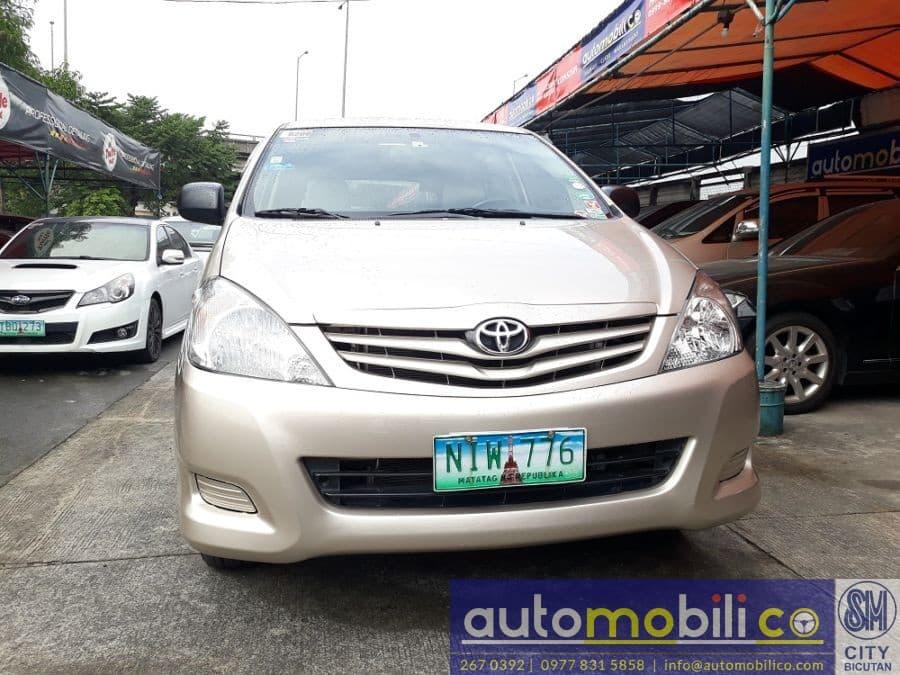 2010 Toyota Innova E - Front View