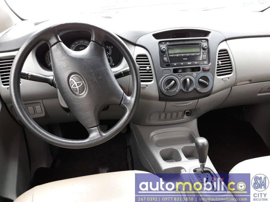 2012 Toyota Innova G - Interior Front View