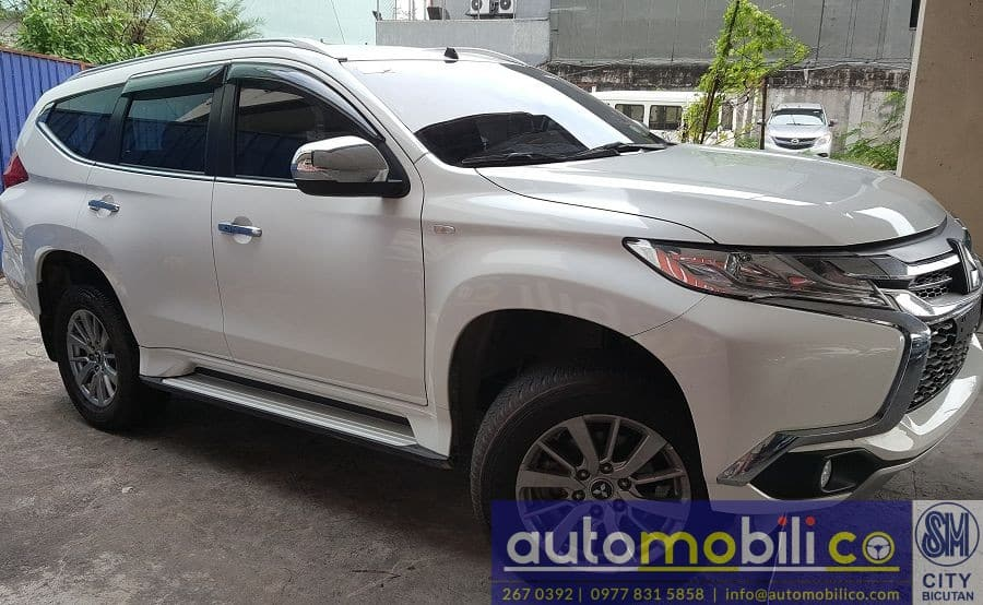 2016 Mitsubishi Montero Sport - Right View