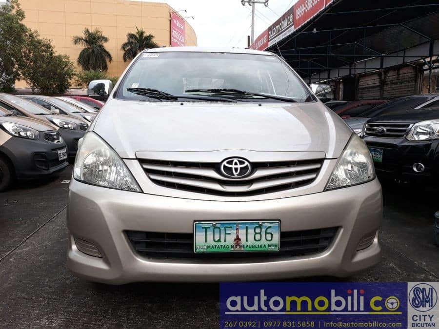2012 Toyota Innova G - Front View