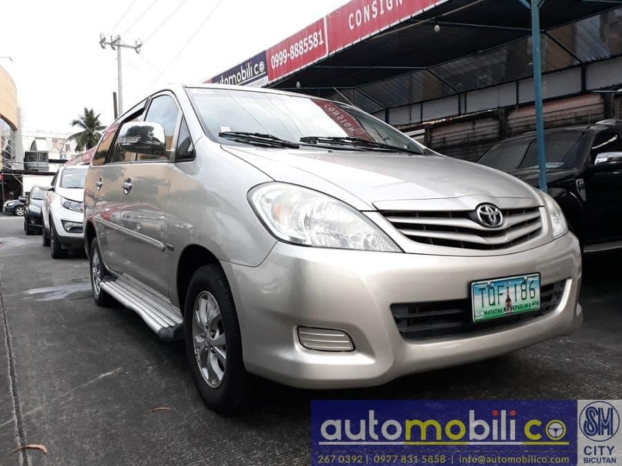 2012 Toyota Innova G - Right View