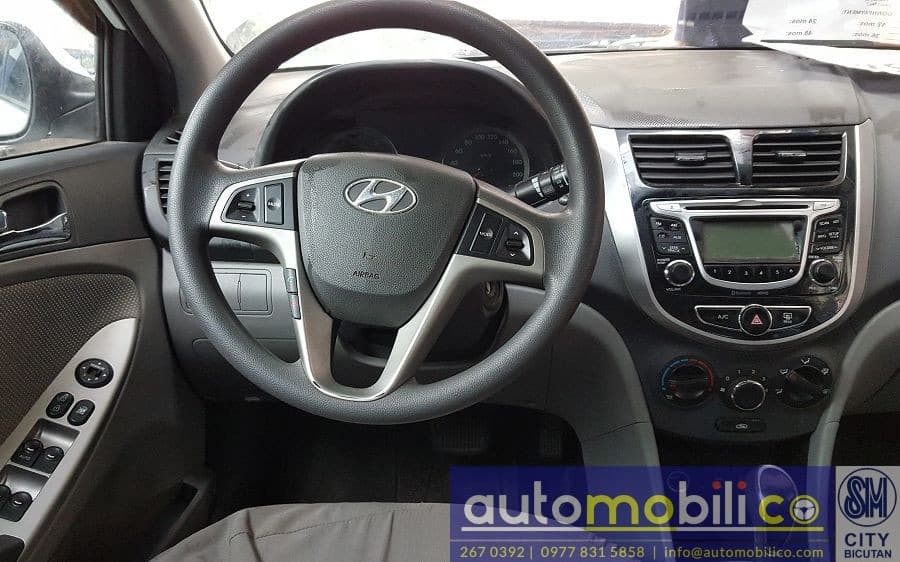 2014 Hyundai Accent - Interior Front View