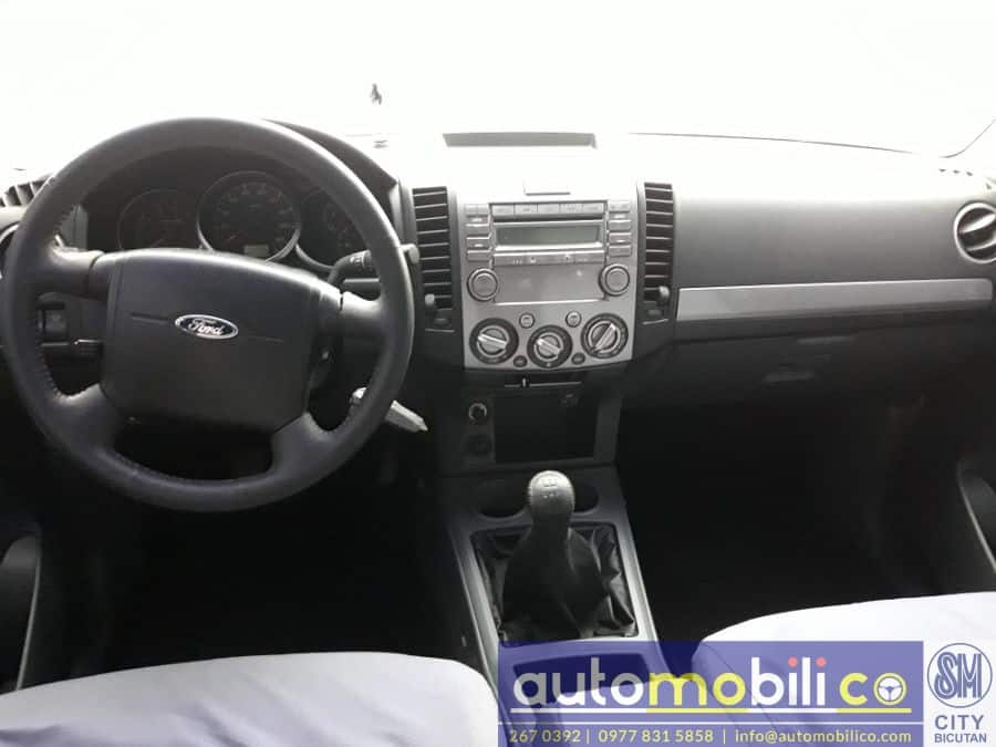 2014 Ford Everest - Interior Rear View