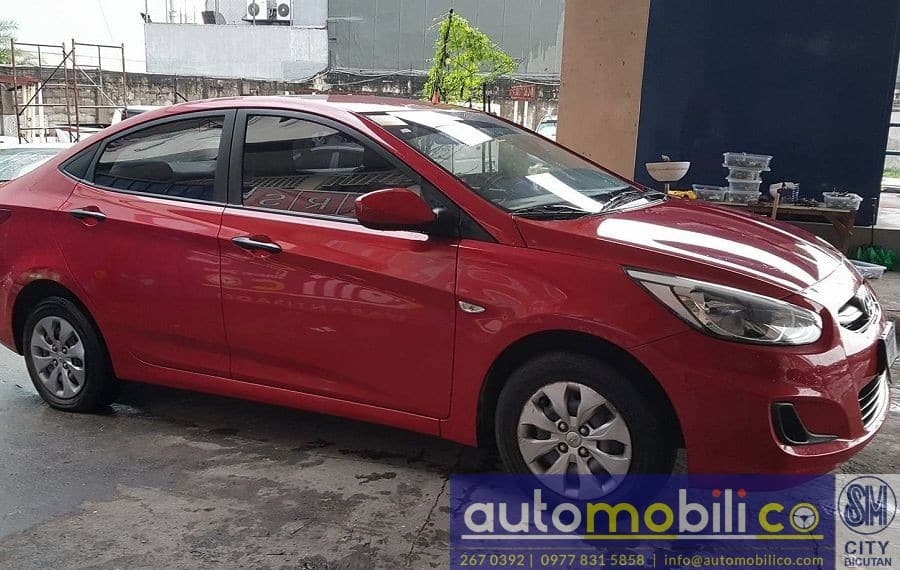 2016 Hyundai Accent - Right View