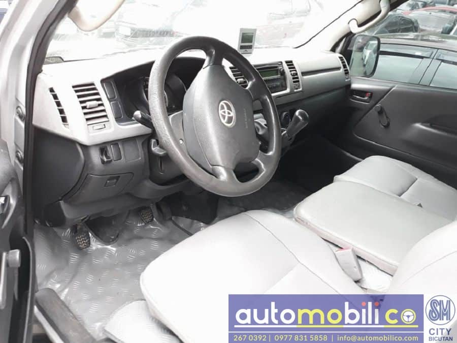 2009 Toyota Commuter - Interior Front View