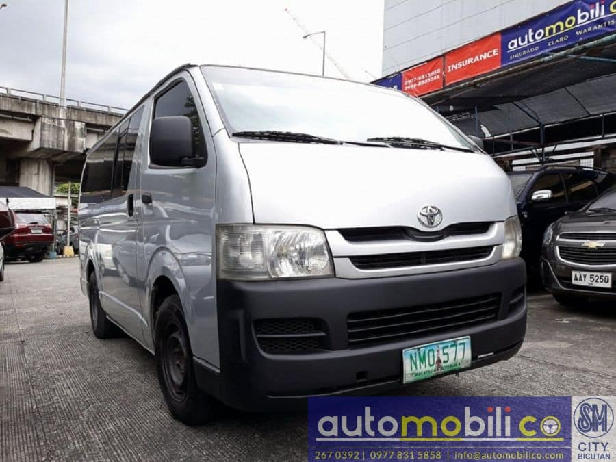 2009 Toyota Commuter - Right View