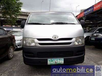 2009 Toyota Commuter - Front View