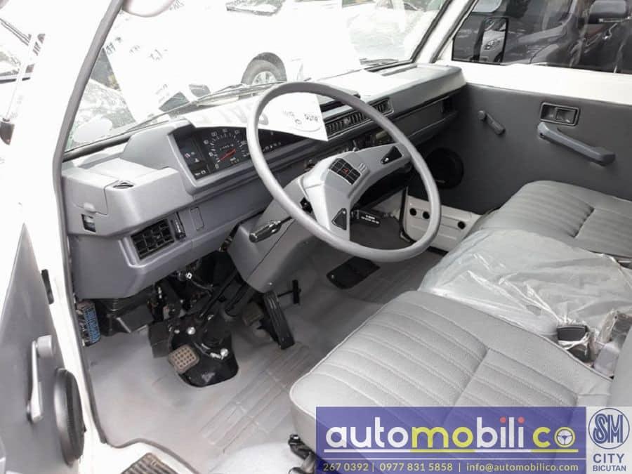 2017 Mitsubishi L300 - Interior Rear View