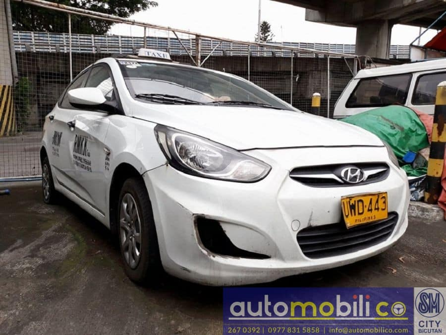 2012 Hyundai Accent - Right View