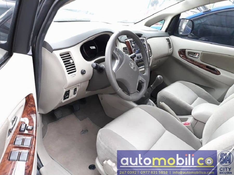 2015 Toyota Innova G - Interior Front View