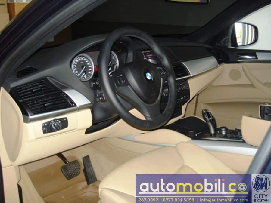 2011 BMW X6 - Right View