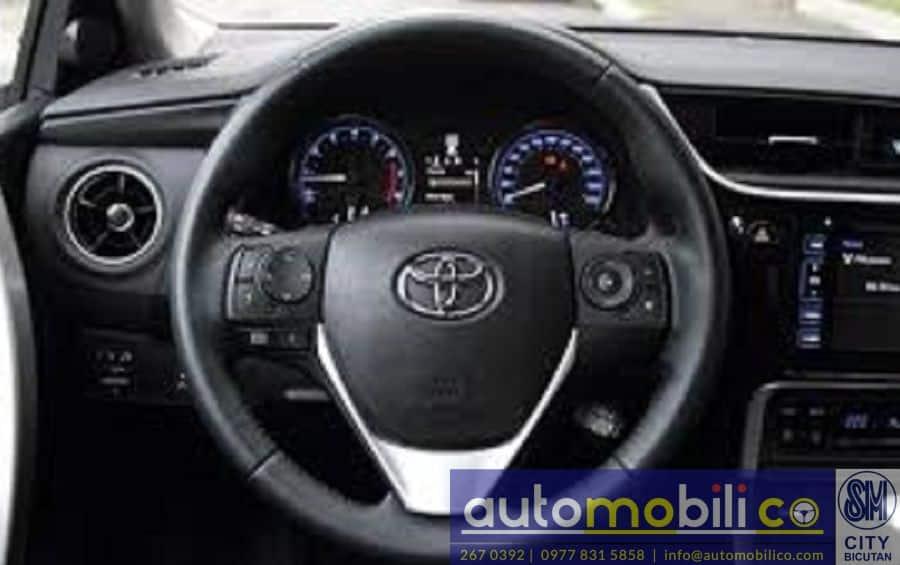 2018 Toyota Corolla Altis V - Right View