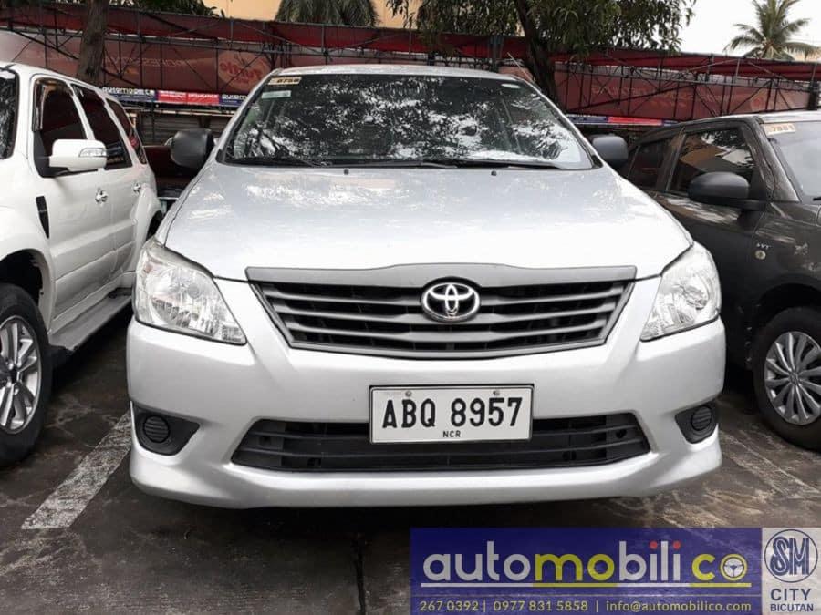 2015 Toyota Innova J - Front View
