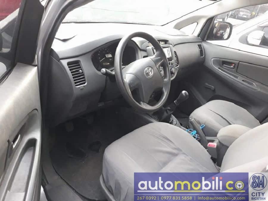 2015 Toyota Innova J - Interior Front View
