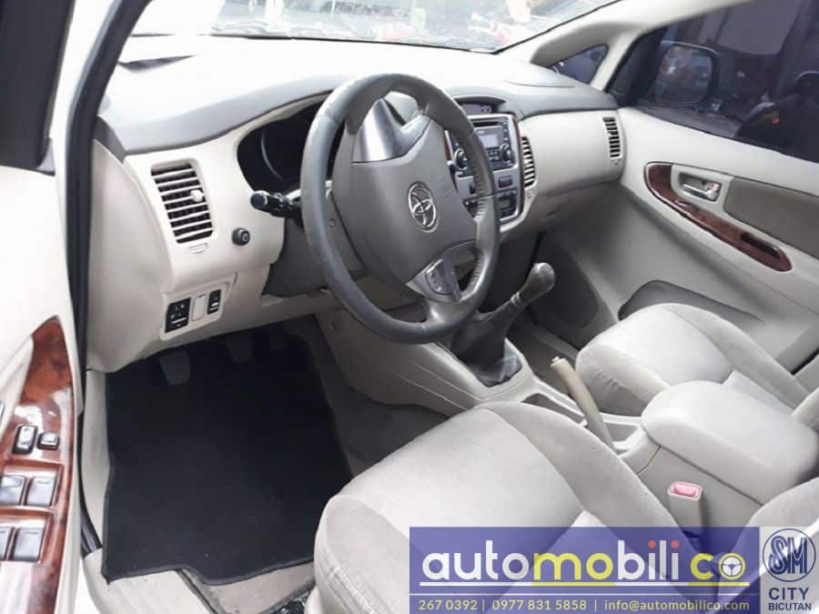 2014 Toyota Innova G - Interior Front View