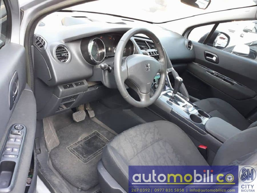 2014 Peugeot 3008 - Interior Front View