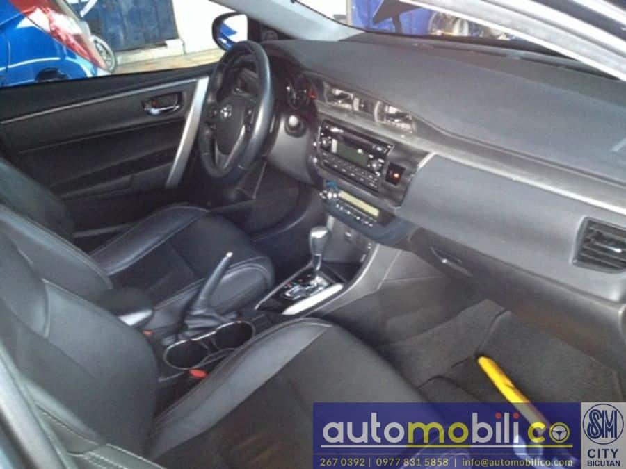 2014 Toyota Corolla Altis V - Right View