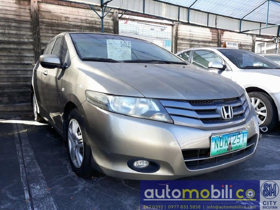 2010 Honda City E - Right View