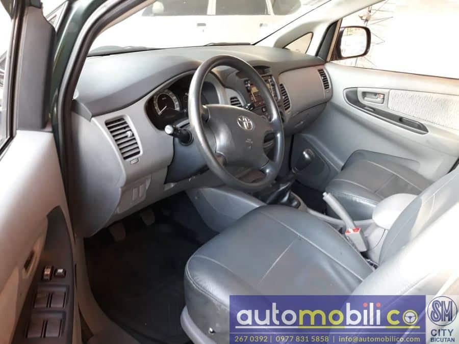 2010 Toyota Innova E - Interior Front View