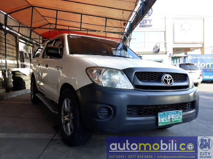 2011 Toyota Hilux - Right View