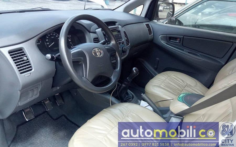 2013 Toyota Innova J - Interior Front View