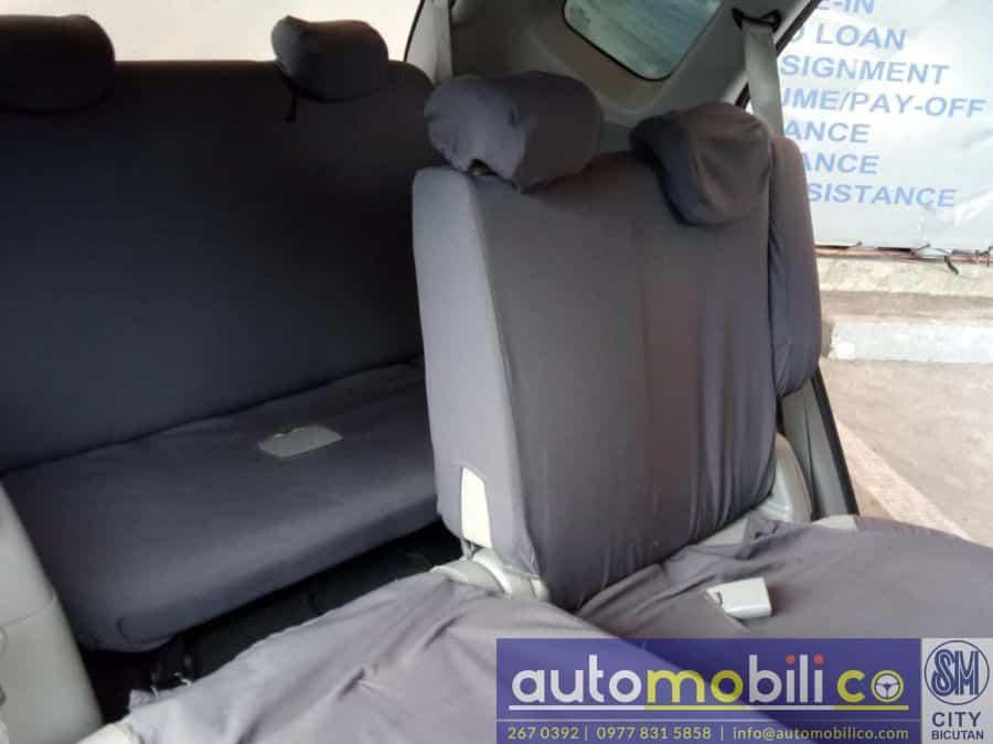 2010 Kia Carens - Interior Front View