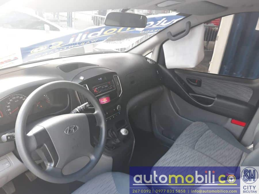 2017 Hyundai Grand Starex - Interior Front View