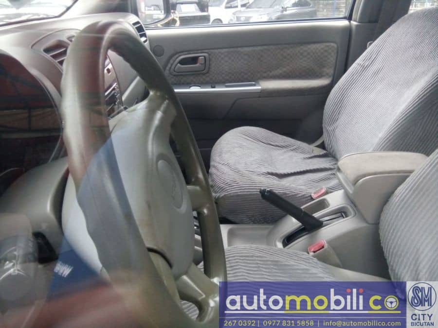 2005 Isuzu Alterra - Interior Front View