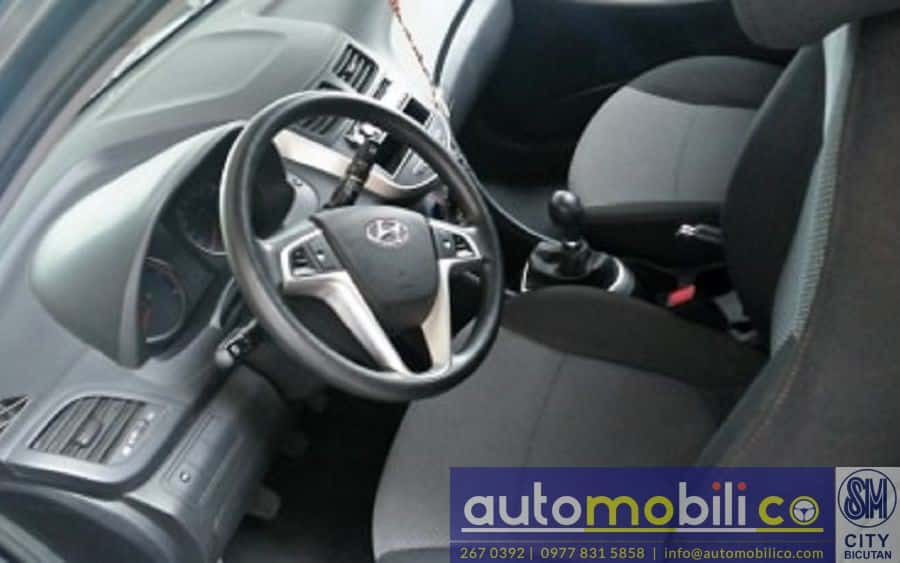 2013 Hyundai Accent - Interior Front View