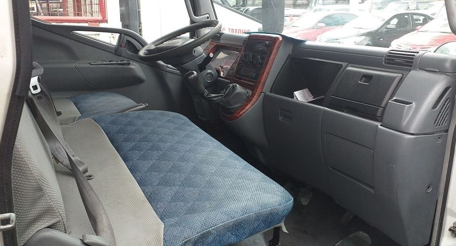 2006 Mitsubishi freezer canter - Interior Front View