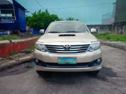 2013 Toyota fortuner G - Front View