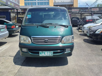 2002 Toyota Hi ace commuter - Front View
