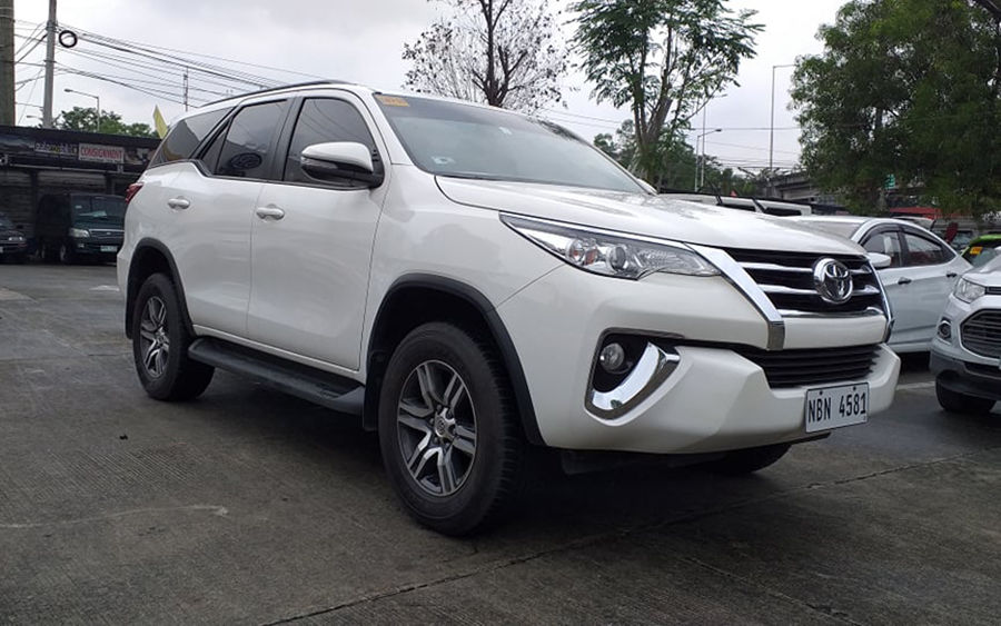 2017 Toyota fortuner G - Right View