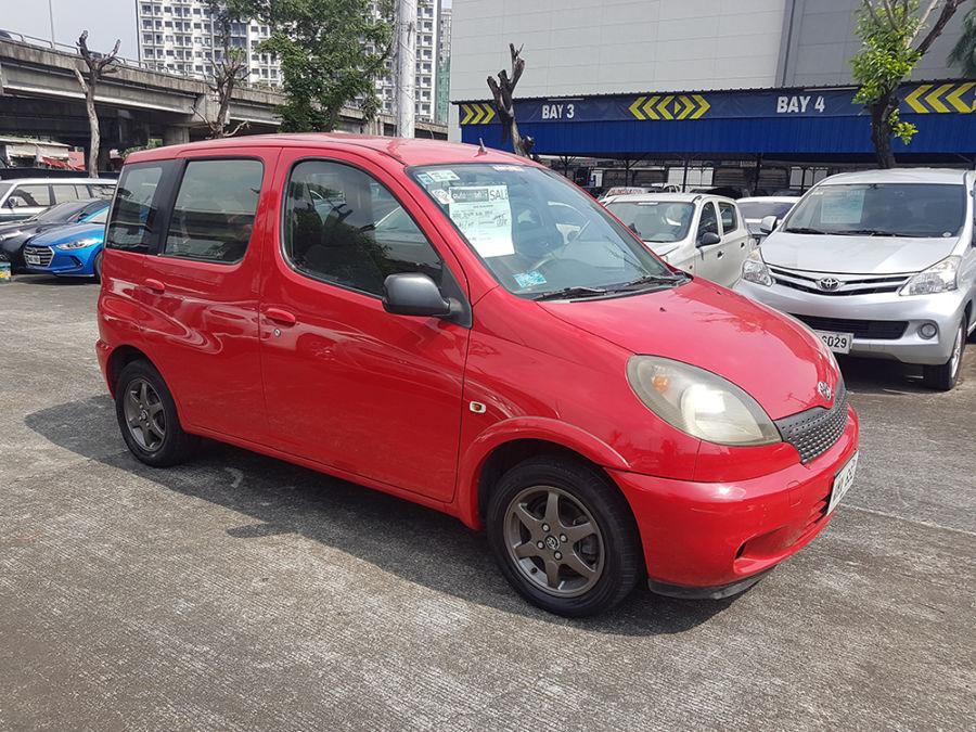 2000 Toyota Echo - Left View