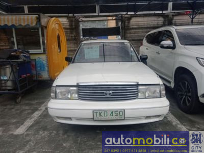 1993 Toyota Crown - Front View