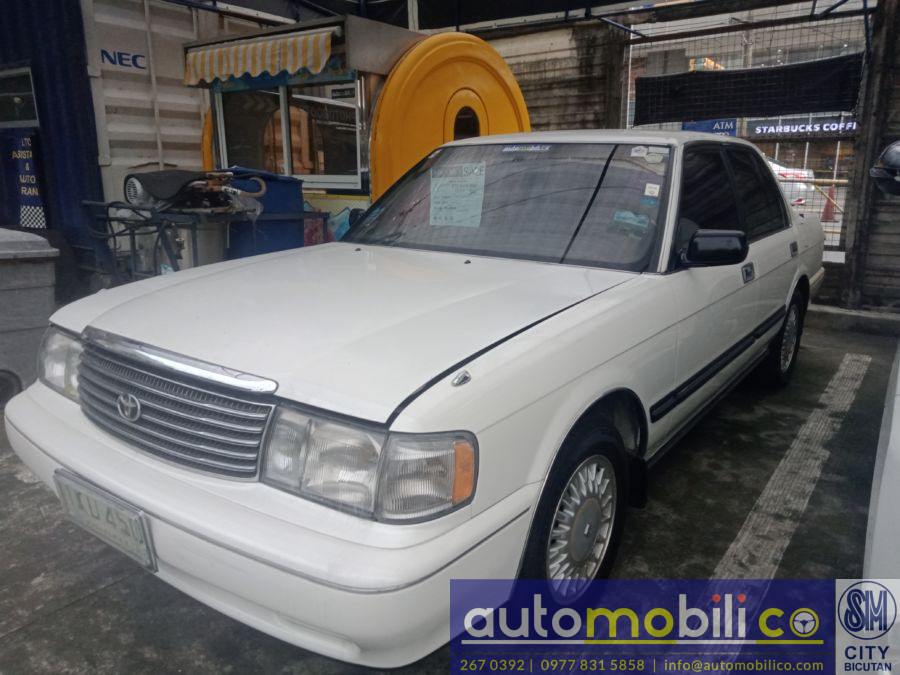 1993 Toyota Crown - Left View