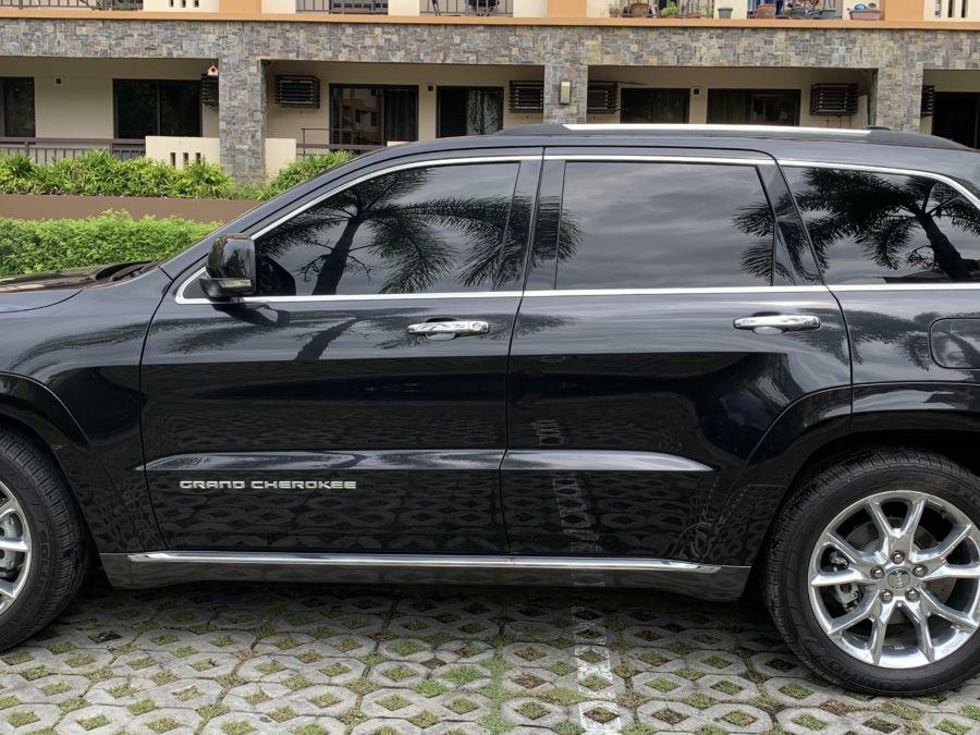 2016 Jeep Grand Cherokee - Left View