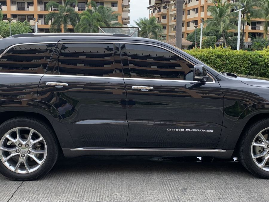 2016 Jeep Grand Cherokee - Right View