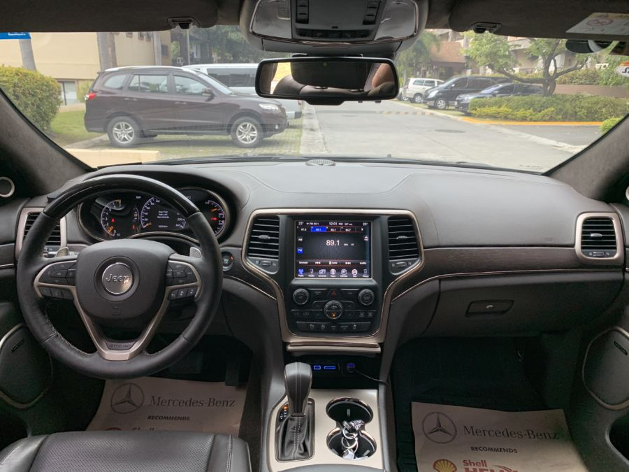 2016 Jeep Grand Cherokee - Interior Front View