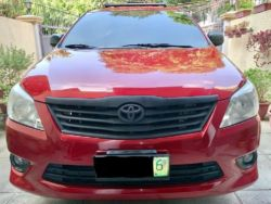 2012 Toyota Innova E - Front View