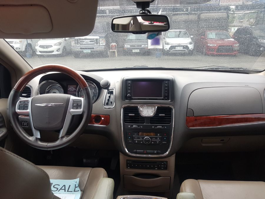 2013 Chrysler Town and Country - Interior Front View